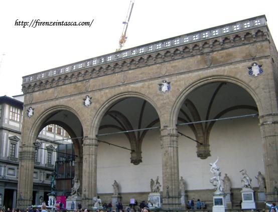 フィレンツェ、ランツィの柱廊