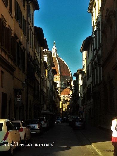 フィレンツェ、サンティッシマ・アンヌンツィアータ教会、セルヴィ通り