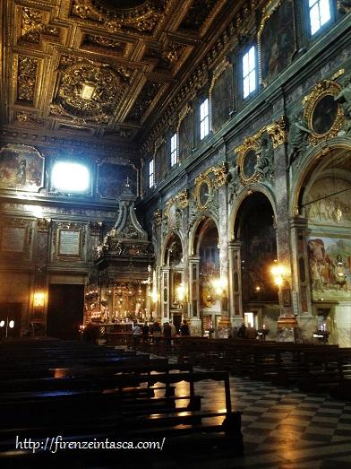 フィレンツェ、サンティッシマ・アンヌンツィアータ教会内部