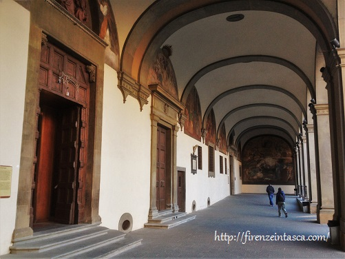 フィレンツェ、サンタ・マリア・ヌオーヴァ病院の回廊