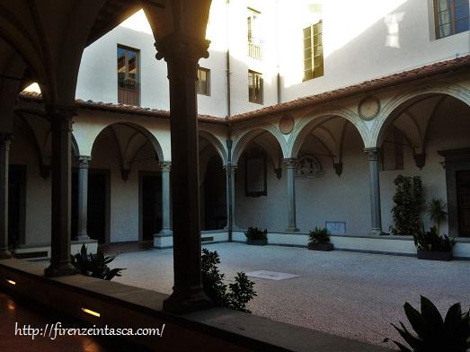 フィレンツェ、サンタ・マリア・ヌオーヴァ病院の中庭