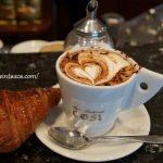 イタリアのバールで朝食