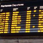 フィレンツェ駅の掲示板