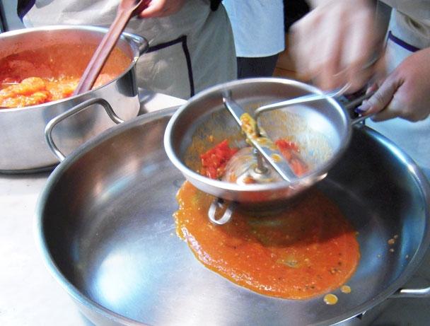 トマトソース作り