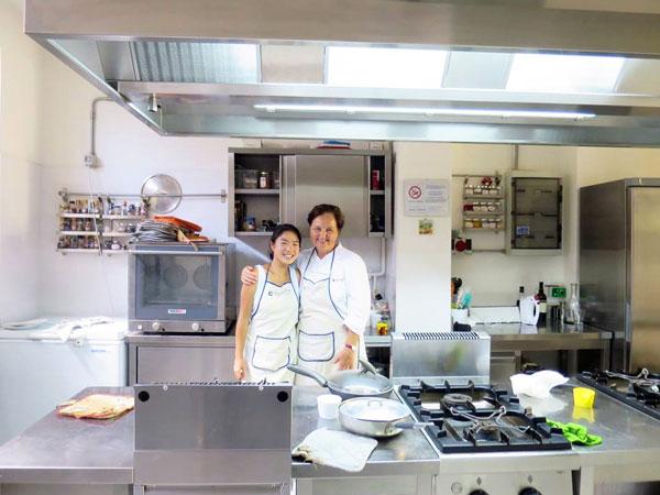 広いキッチン。先生と一緒に。