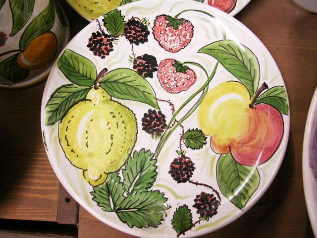 カラフルなフルーツのお皿