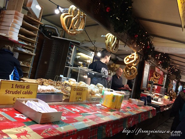 クリスマスマーケットのプレッツェル