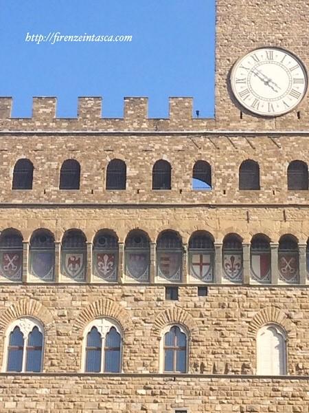 市庁舎のフィレンツェの百合マーク
