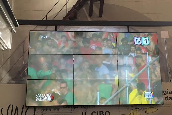 中央市場のテレビ画面