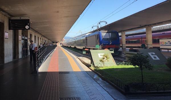 サンタマリアノヴェッラ駅ホーム