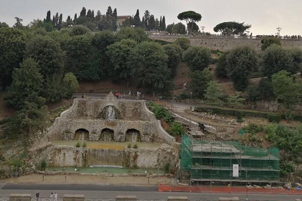 フィレンツェ、ジュゼッペポッジの噴水