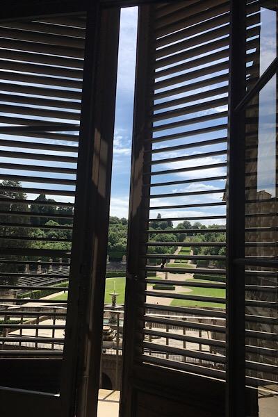 窓ごしのボーボリ庭園