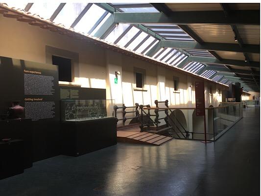 美術館に取り込まれた回廊