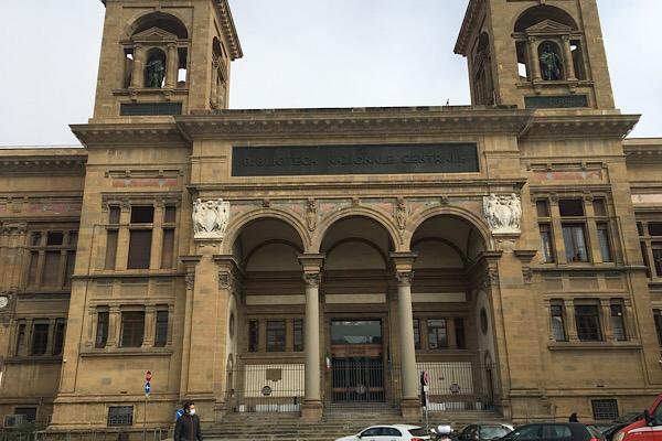 フィレンツェ国立中央図書館前