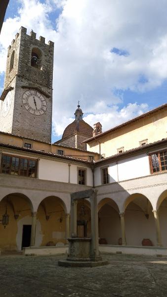 修道院の中庭