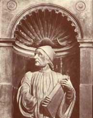 フィチーノの像